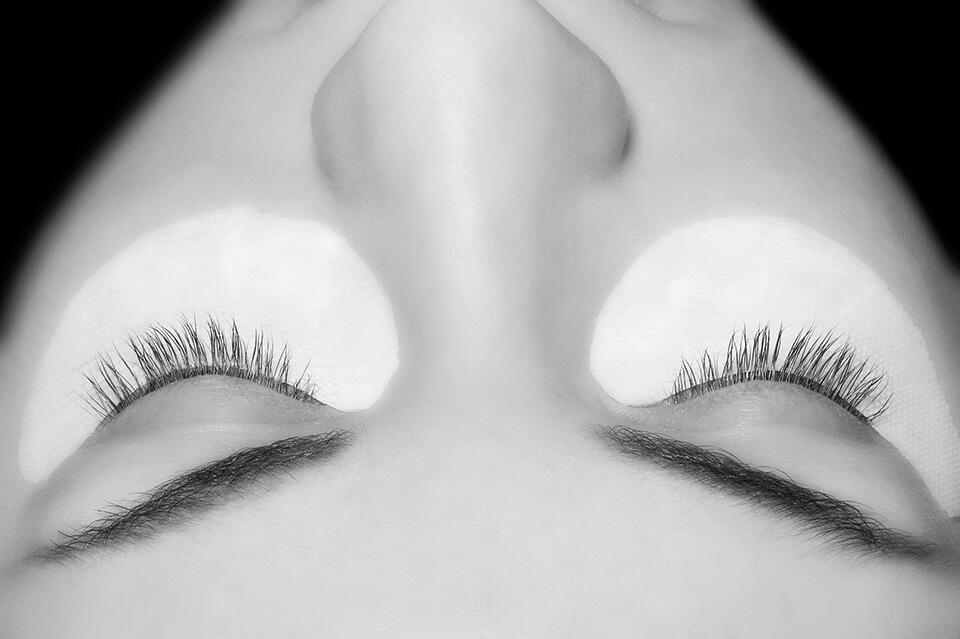 Wimpernverlängerung Behandlung vorher | DerJungbrunnen Aichach